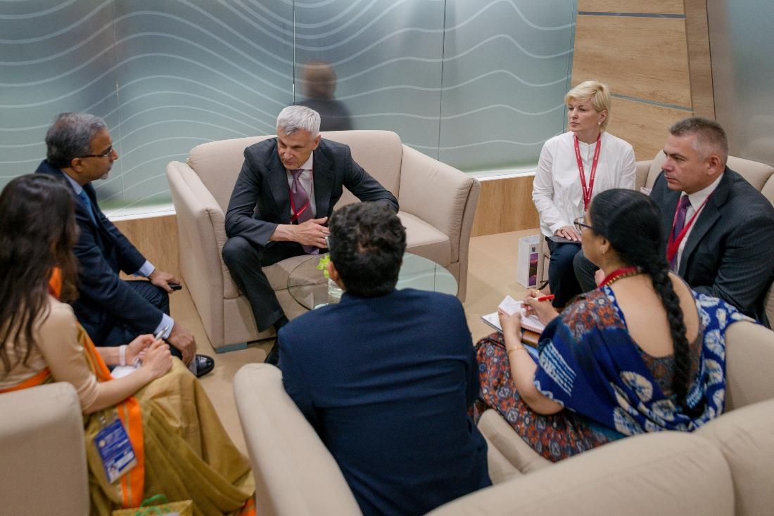 Сергей Носов встретился спослом Индии вРоссии Венкатешем Вармой наполях ПМЭФ-2019