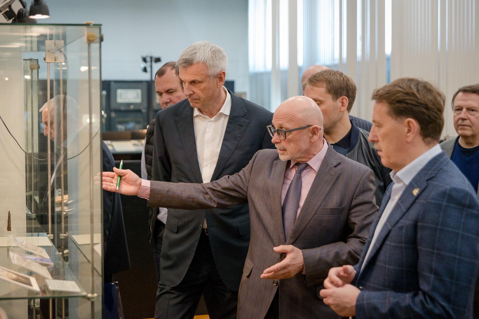Алексей Гордеев, Александр Козлов и Сергей Носов посетили Краеведческий музей Магаданской области