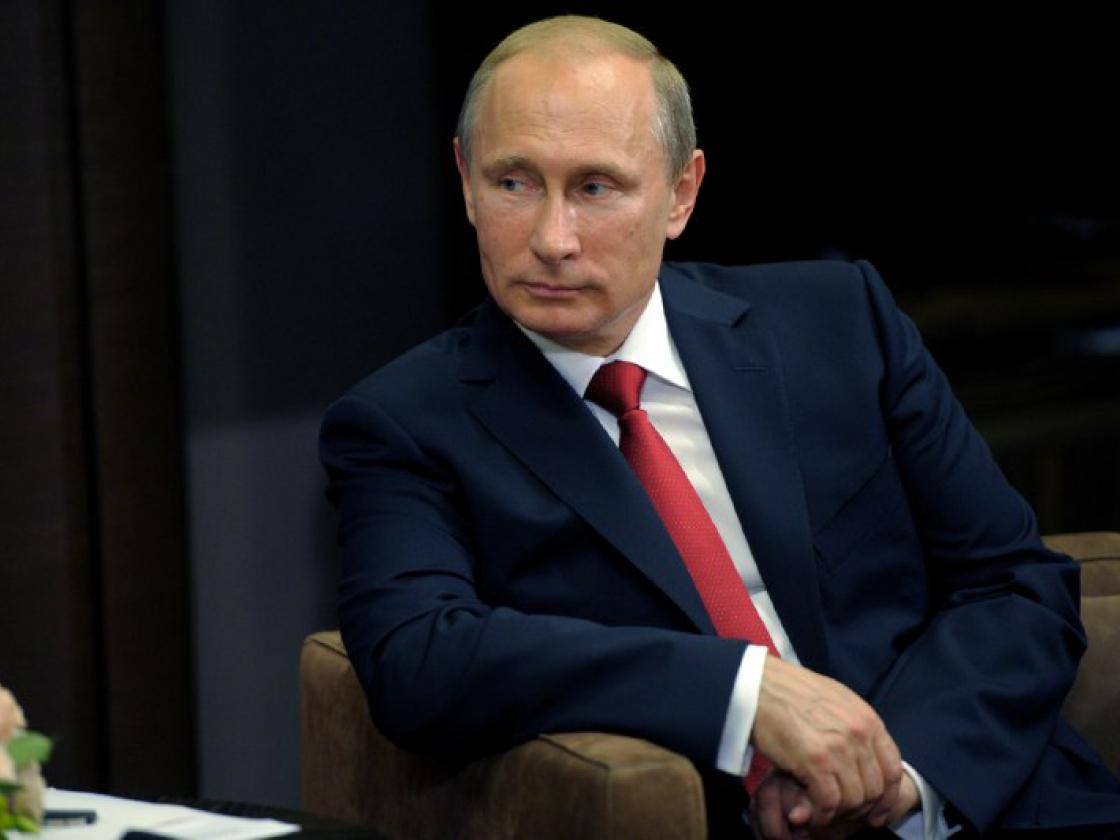Президент Российской Федерации Владимир Путин поздравил жителей Магаданской области сДнем России