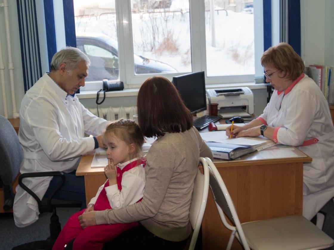 Строительство медицинских учреждений вМагаданской области Сергей Носов обсудил сВероникой Скворцовой
