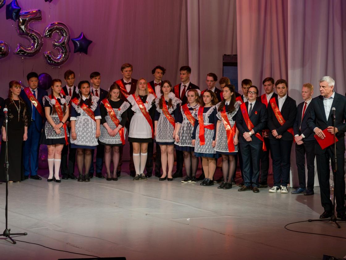 Губернатор Сергей Носов поздравил выпускников Магаданской области