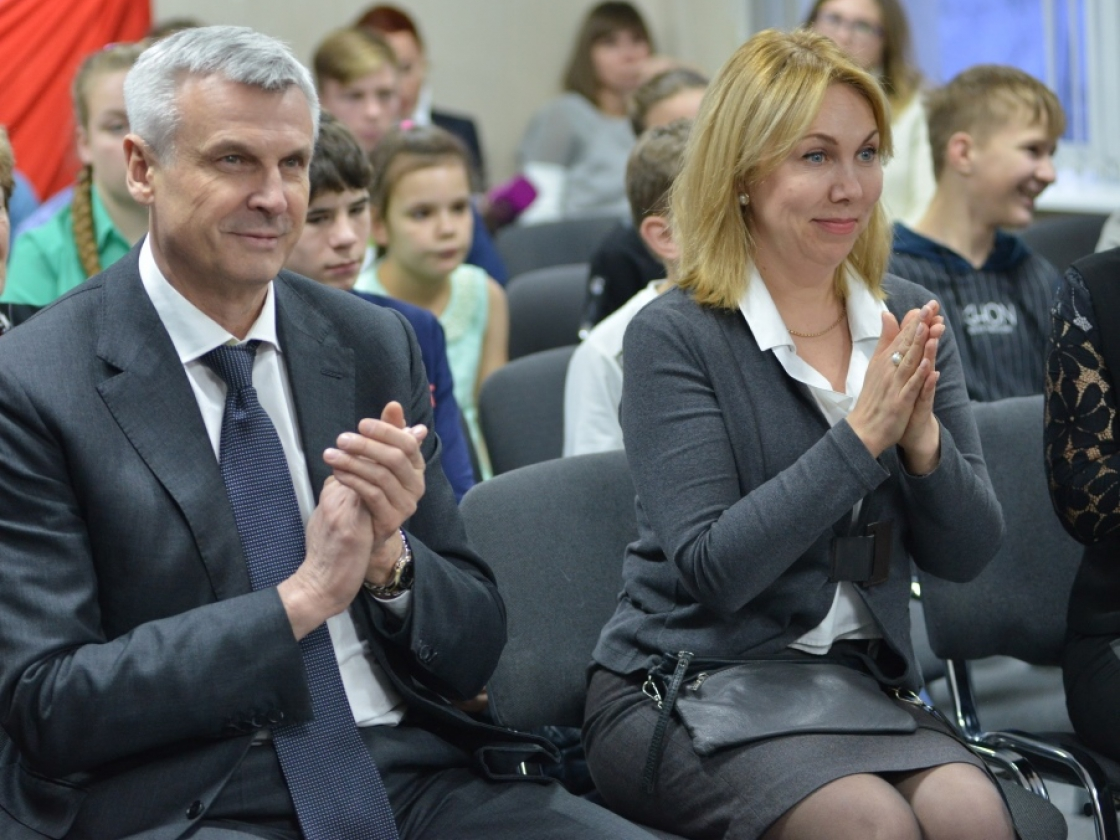 Сергей Носов исполнил заветные мечты трех воспитанниц школы-интерната врамках проекта «Мечтай сомной»