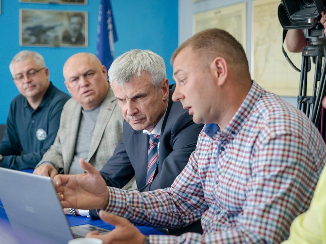 Результаты экспедиции в Гижигу представили Сергею Носову в региональном отделении РГО