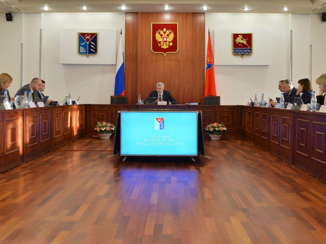 Губернатор Сергей Носов предложил платить зарплату колымским министрам взависимости отдобросовестной работы собращениями граждан