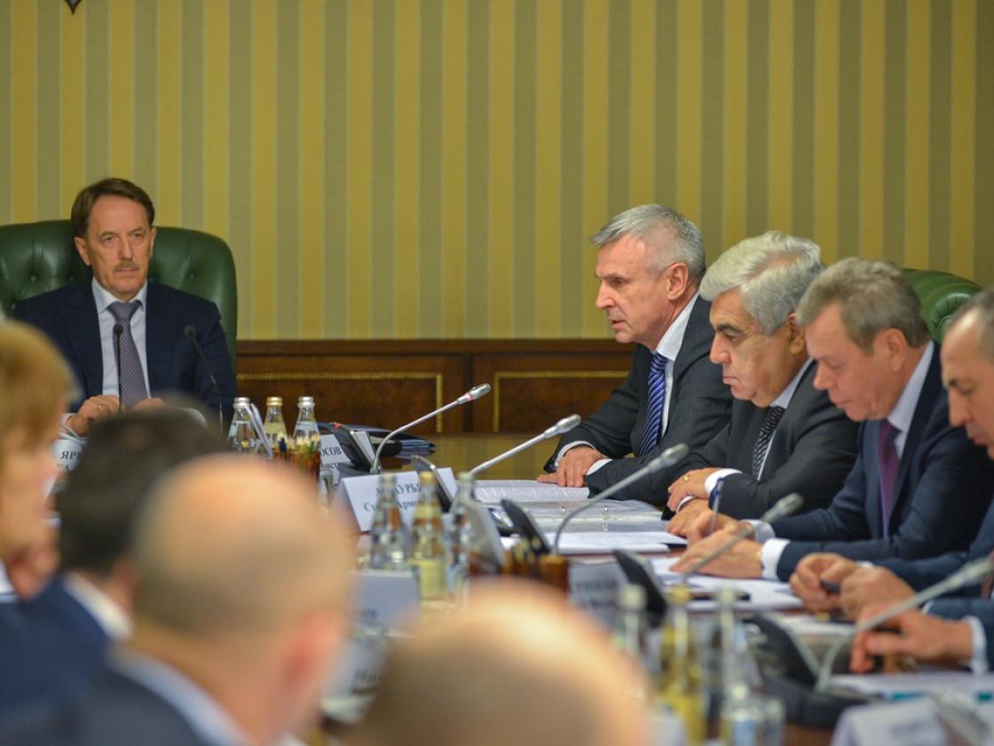 Зампред Правительства РФАлексей Гордеев обсудил сСергеем Носовым поддержку сельского хозяйства вМагаданской области
