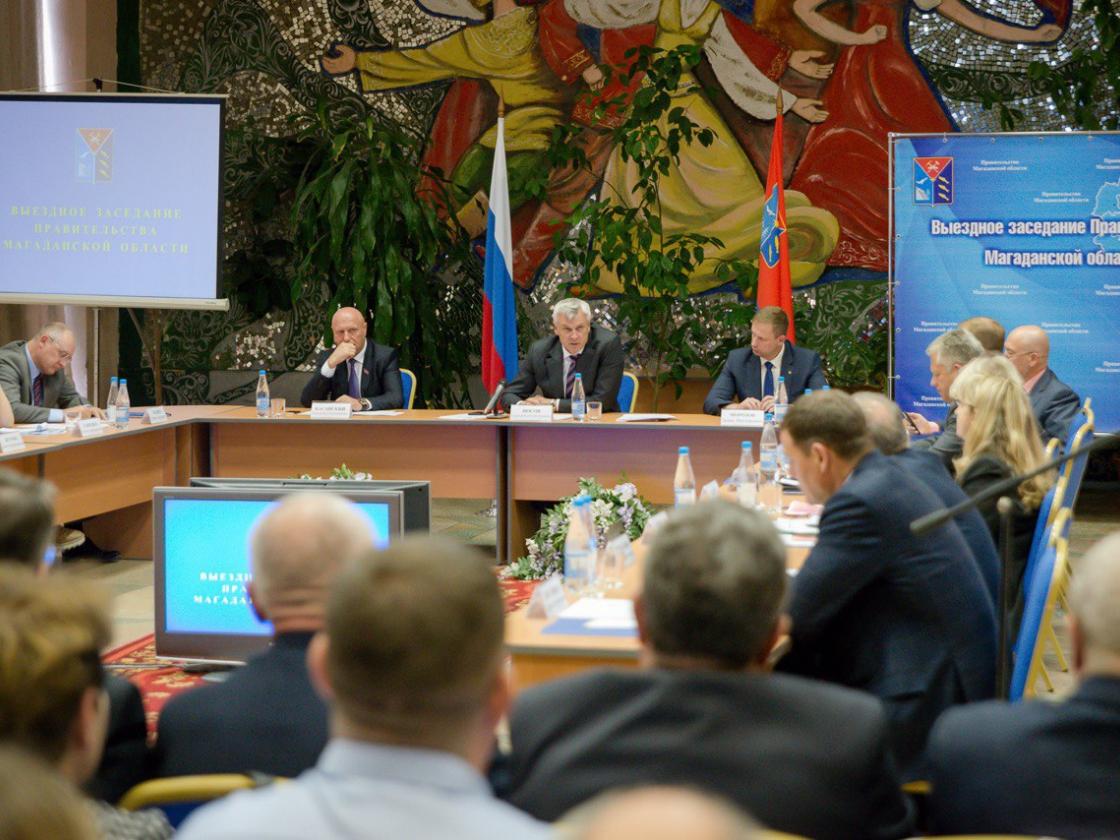 Сергей Носов провел выездное заседание правительства впоселке Ола