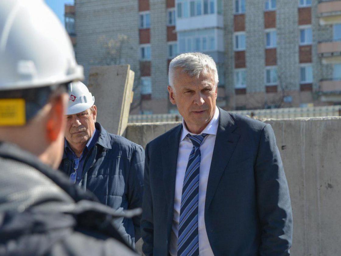 Губернатор потребовал отстроителей незатягивать сроки ремонта детского сада №5в Магадане