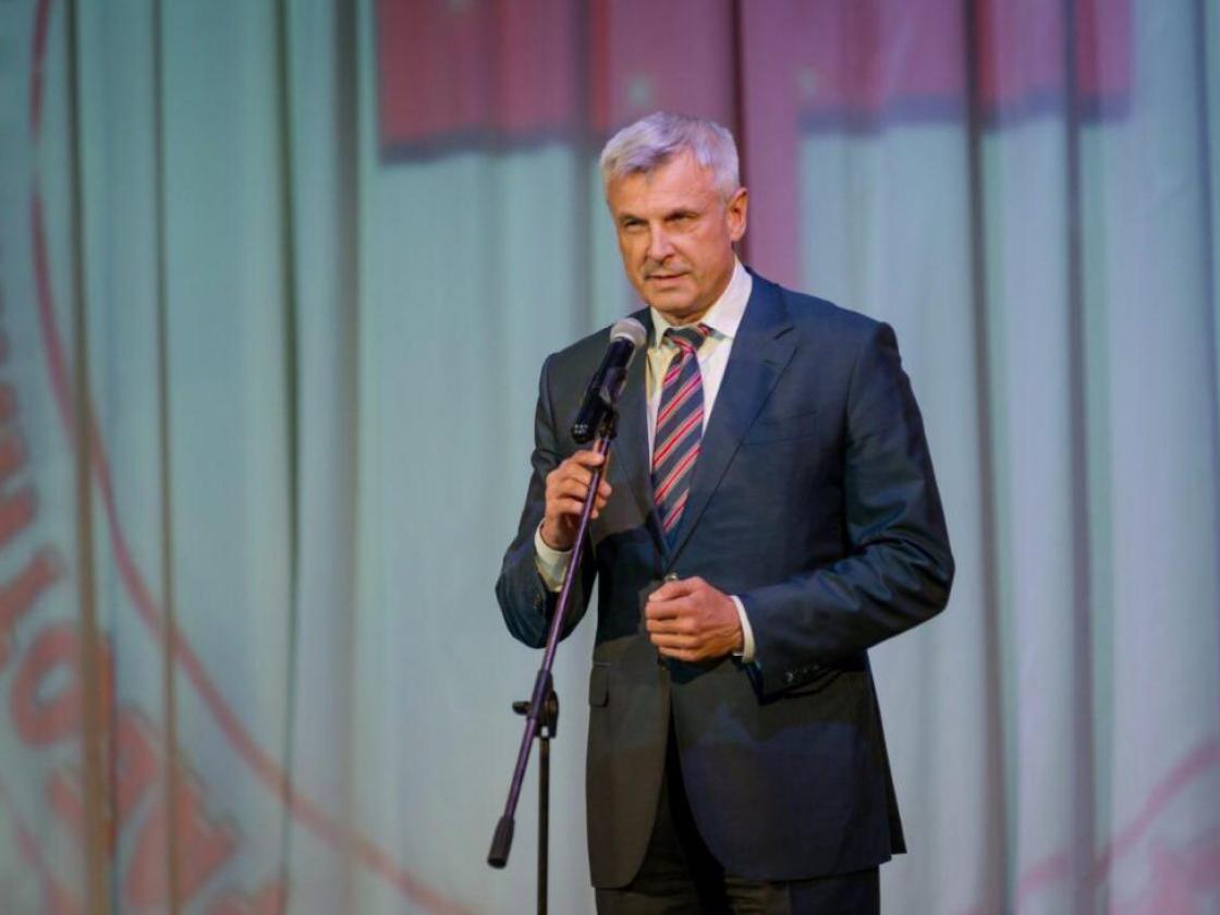 Сергей Носов поздравил медицинских работников Магаданской области с профессиональным праздником