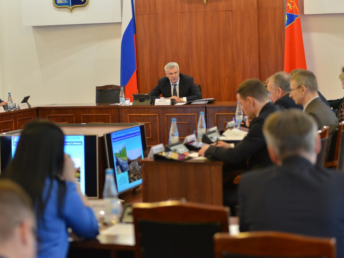 Губернатор Магаданской области провел заседание правительства